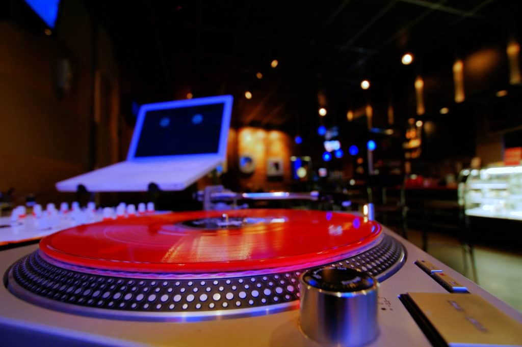 our review of top dj slipmats.