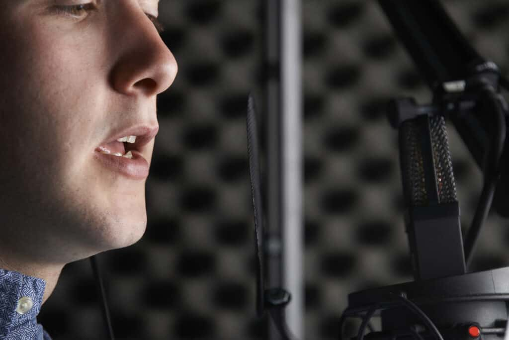 how to train your voice for acting